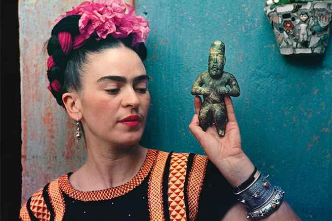 Frida-Kahlo-with-Olmec-figurine-1939.-Photograph-Nickolas-Muray.-c-Nickolas-Muray-Photo-Archives.jpg